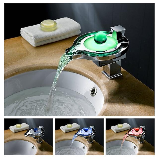 Kylpyhuoneen pesuallas hana - LED / Vesiputous Kromi Integroitu Yksi kahva yksi reikäBath Taps