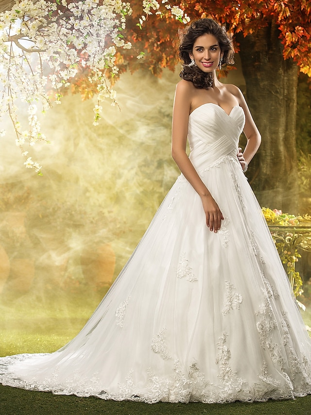 Ball Gown Wedding Dresses Sweetheart Neckline Court Train Tulle Strapless Floral Lace with Appliques Criss-Cross 2021