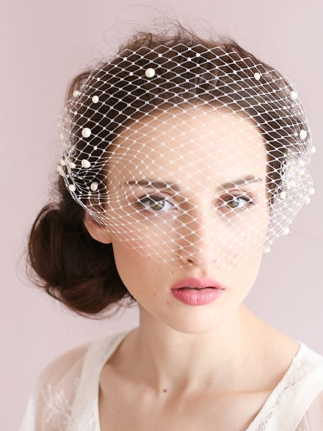 One-tier Vintage Style / Classic Style Wedding Veil Blusher Veils with Faux Pearl / Solid Tulle / Birdcage