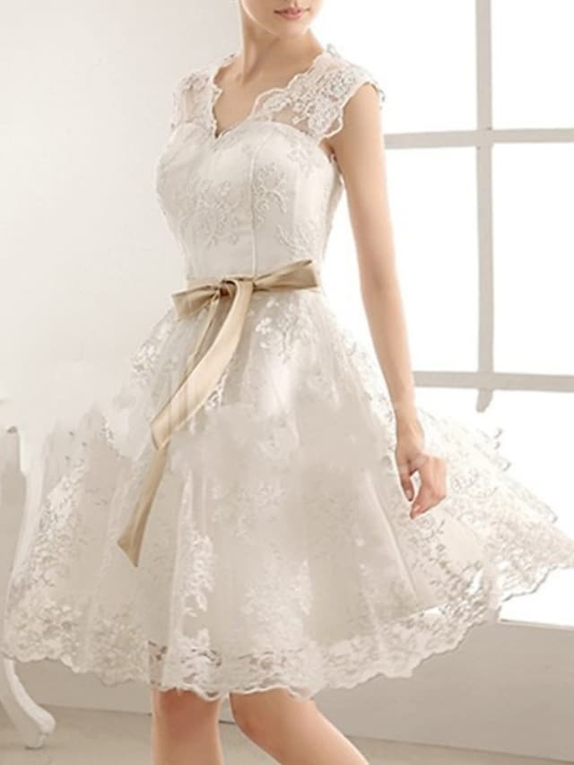 A-Line Wedding Dresses V Neck Knee Length Lace Sleeveless Vintage Little White Dress 1950s with Bow(s) 2021