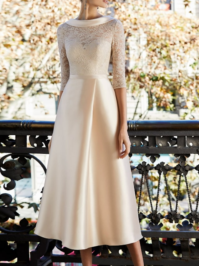 A-Line Mother of the Bride Dress Elegant Jewel Neck Knee Length Lace Satin Half Sleeve with Appliques 2021