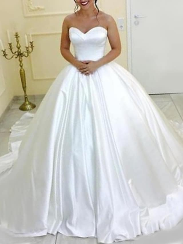 Princess Ball Gown Wedding Dresses Strapless Chapel Train Satin Long Sleeve Formal Romantic Simple with Pleats 2021