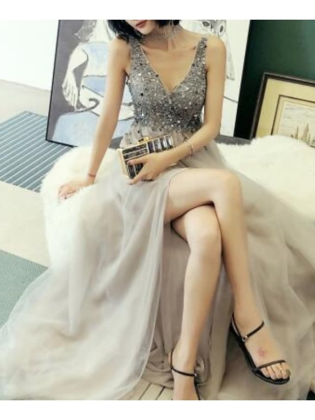 A-Line Luxurious Sparkle Engagement Prom Dress V Neck Sleeveless Court Train Tulle with Beading Split 2021
