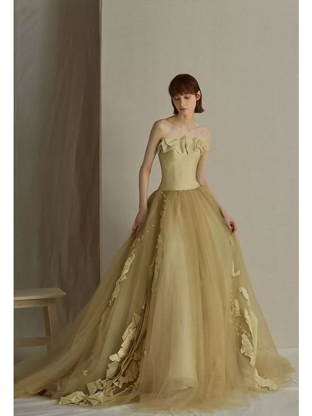 Ball Gown Elegant Vintage Prom Formal Evening Dress Strapless Sleeveless Court Train Tulle with Ruffles Appliques 2021